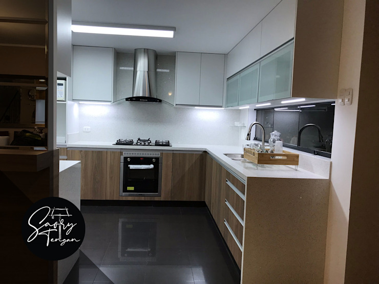 Modern Kitchen by Saory Tengan Modern