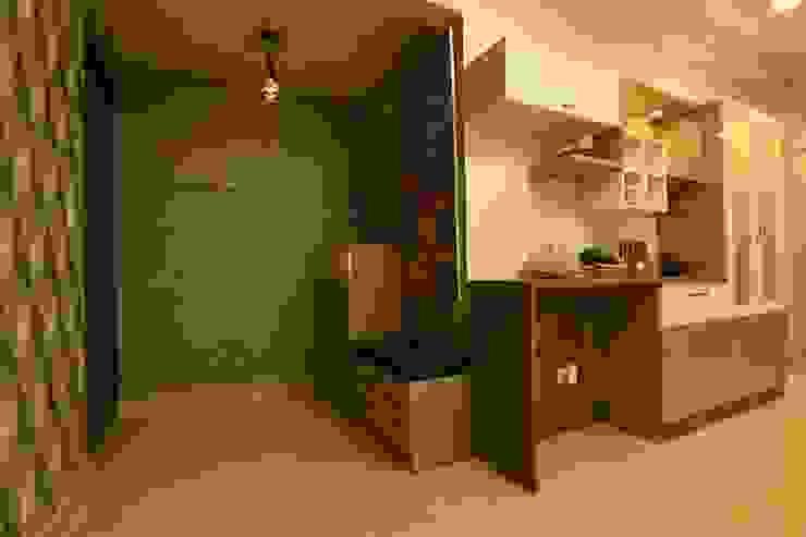 1 Modern corridor, hallway & stairs by Magnon India Modern
