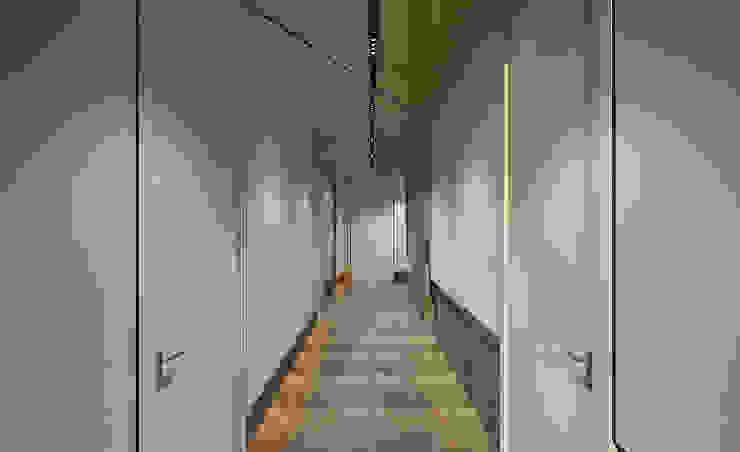 Modern Corridor, Hallway and Staircase by Ayaz Ergin İç Mimarlık Modern