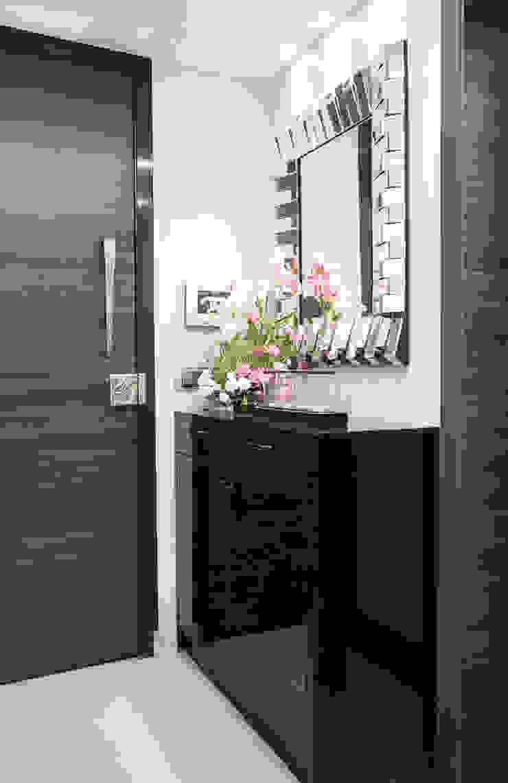 Mansi desai Corridor, hallway & stairsDrawers & shelves Kayu Lapis Black