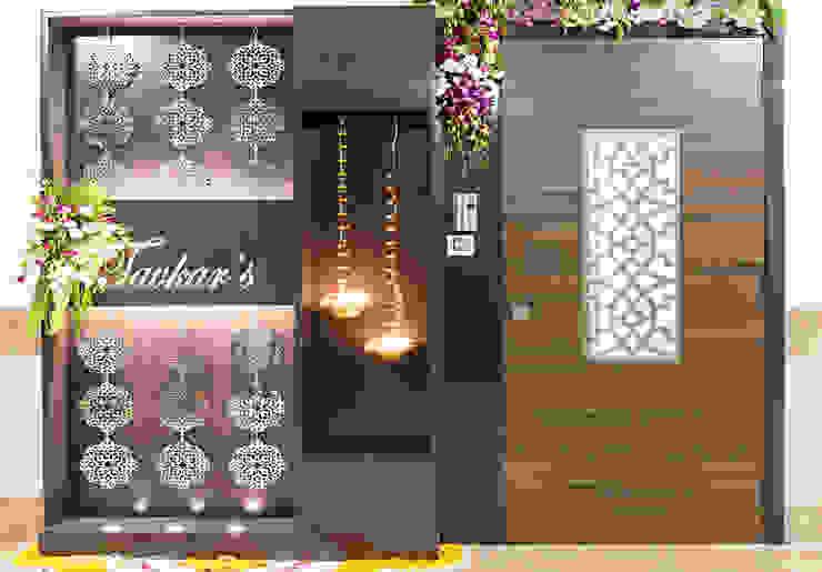 Mansi desai Corridor, hallway & stairsAccessories & decoration Kayu Lapis Amber/Gold