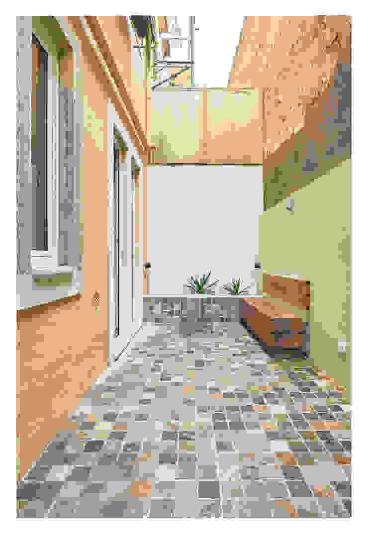 CSR Balkon, Beranda & Teras Modern Batu