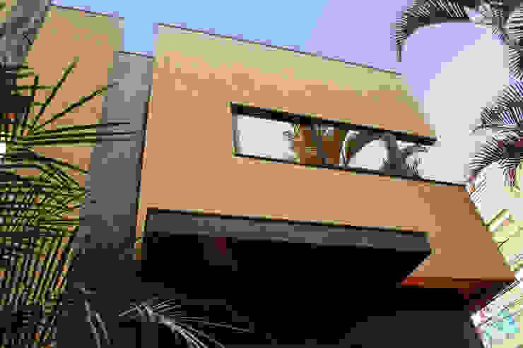 Depois da Reforma: Outro Detalhe da Vista da Fachada por Marcos Takiguthi Arquiteto
