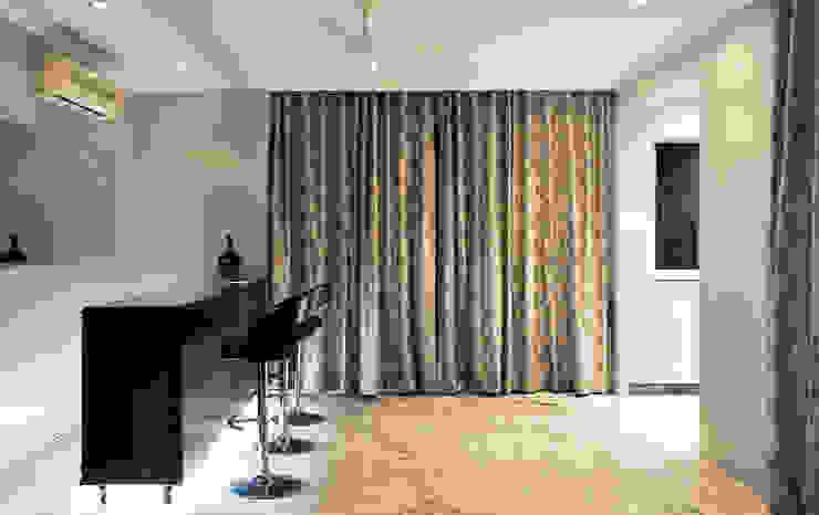 Modern Living Room by Dhruva Samal & Associates Modern
