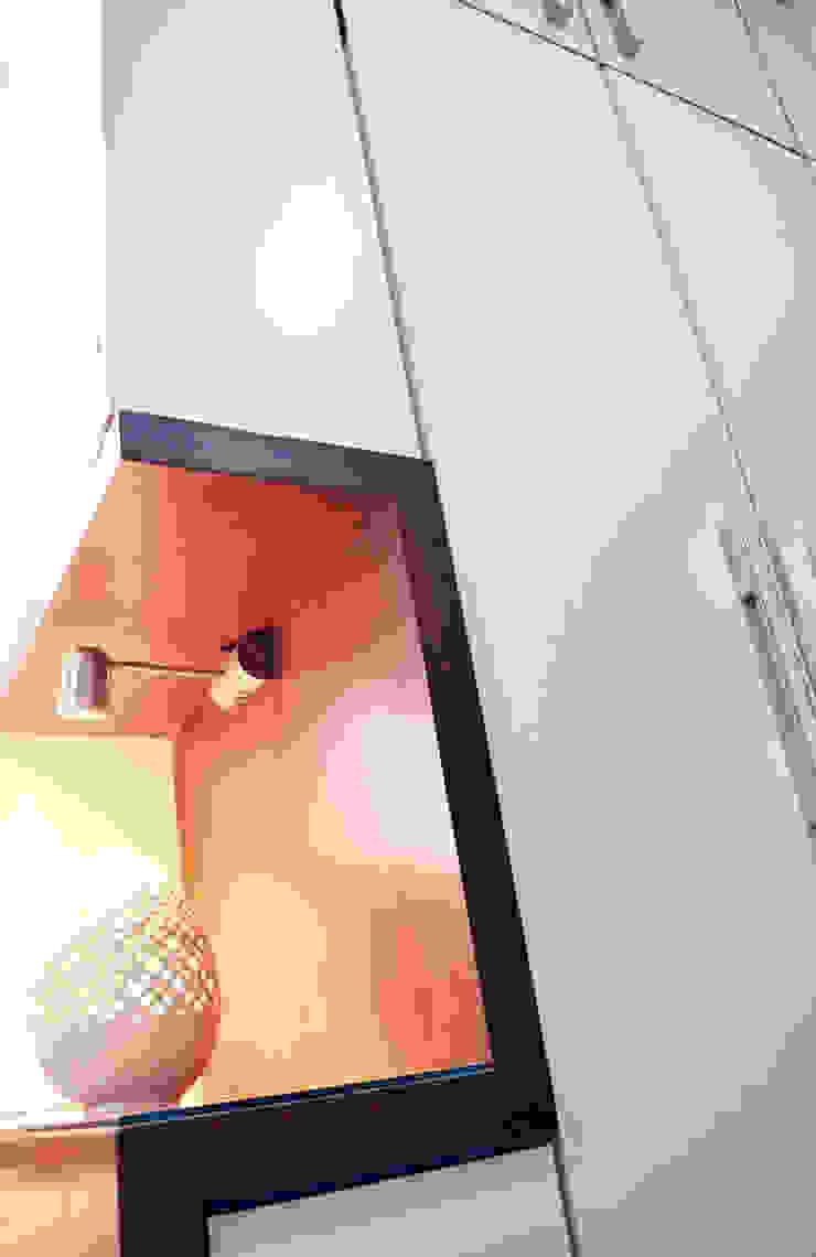 Minimalist bedroom by Dhruva Samal & Associates Minimalist