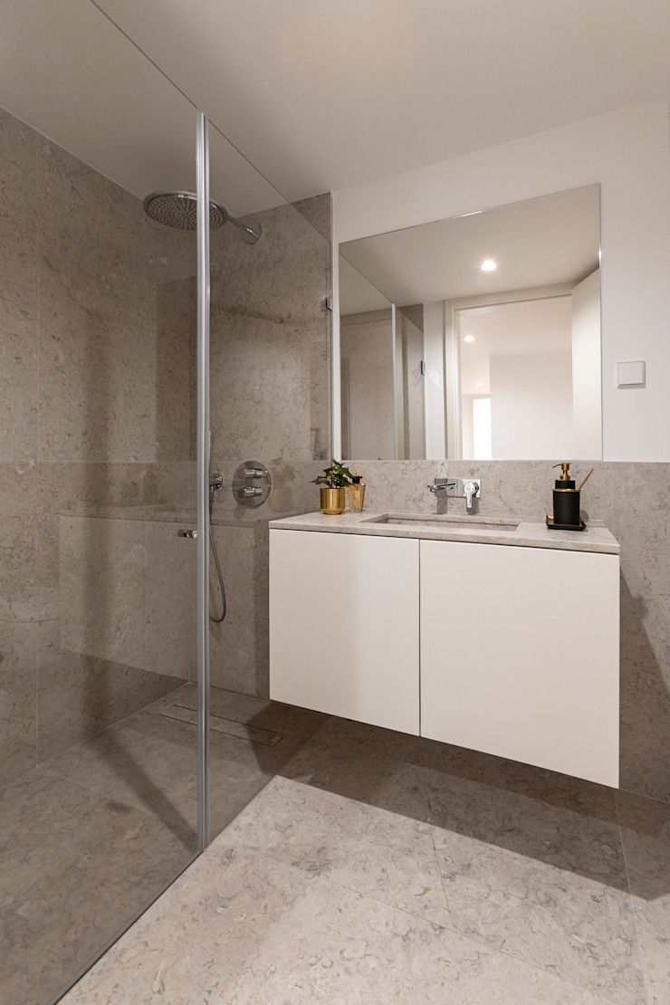 Hoost - Home Staging BathroomMedicine cabinets