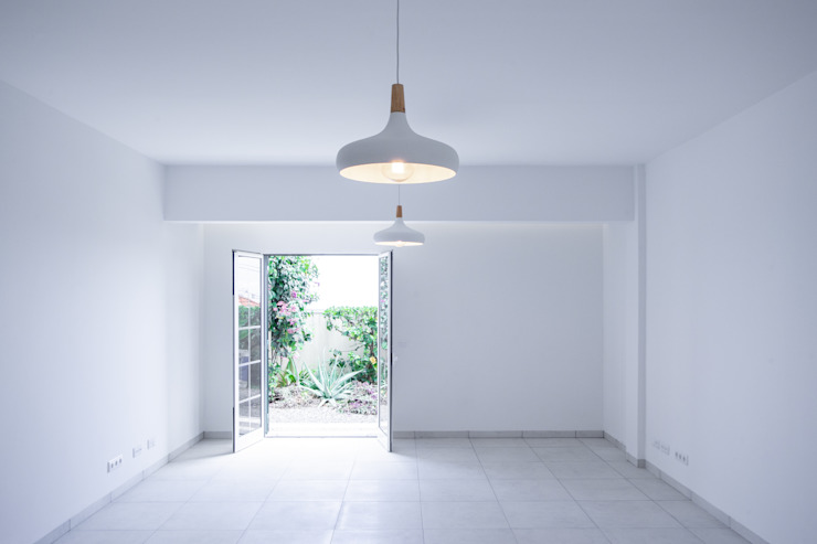 Sala de Estar Salas de estar minimalistas por AA.Arquitectos Minimalista Cerâmica