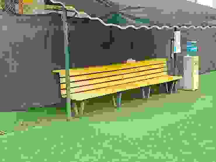 Banca cancha de tenis con tabla de plastimadera de homify Moderno Plástico