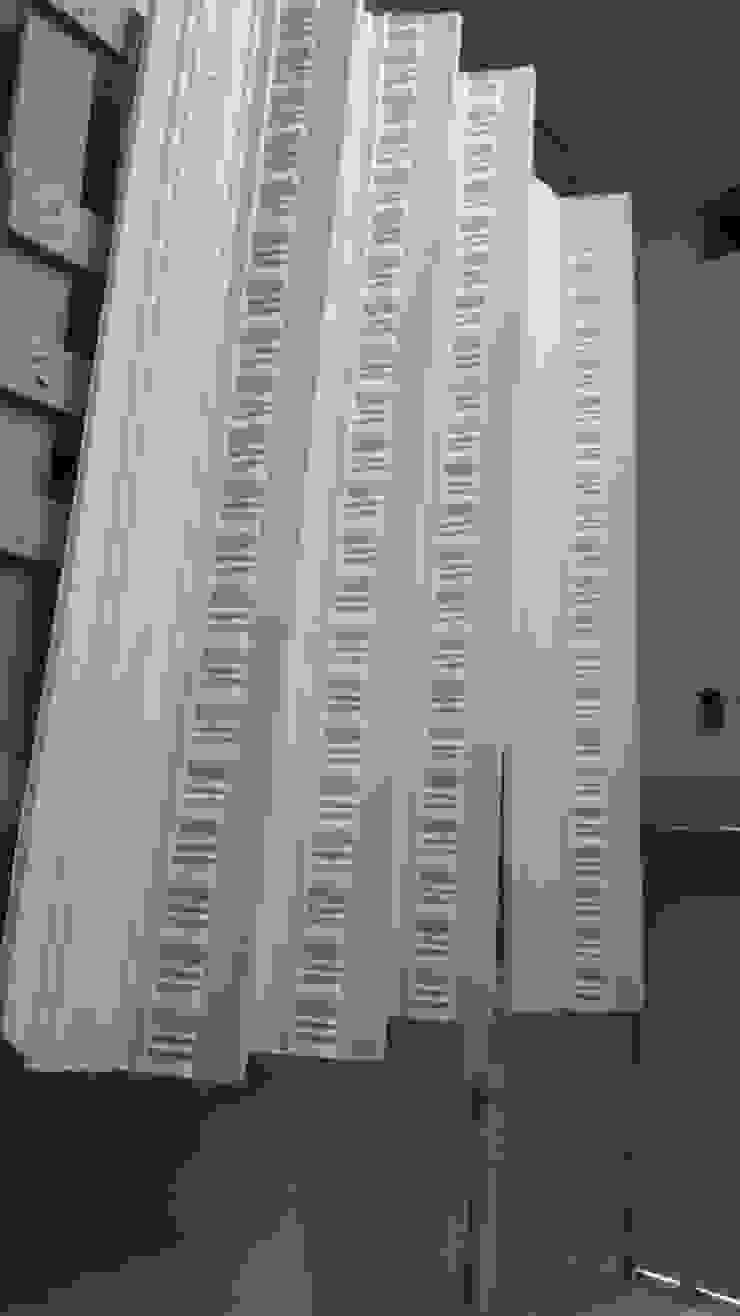 Réplica de cornisas Ana Cabo Paredes y suelos de estilo clásico Compuestos de madera y plástico Blanco