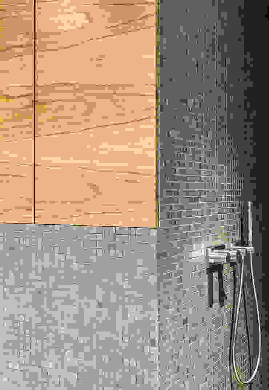 Einbaumöbel im Badezimmer: modern  von ZHAC / Zweering Helmus Architektur+Consulting,Modern Holz Holznachbildung