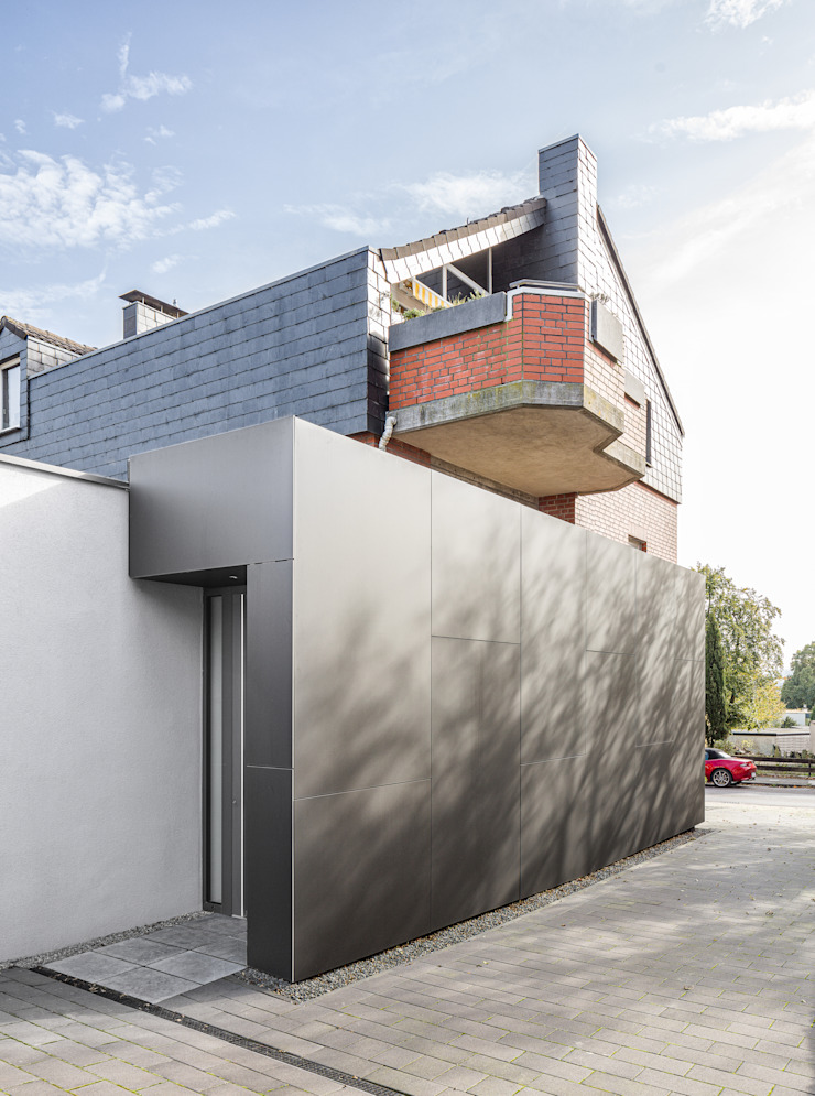 Eingang zur Erdgeschosswohnung von ZHAC / Zweering Helmus Architektur+Consulting Modern Holzwerkstoff Transparent