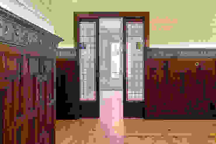 Arquigestiona Reformas S.L. pintu geser Parket Wood effect