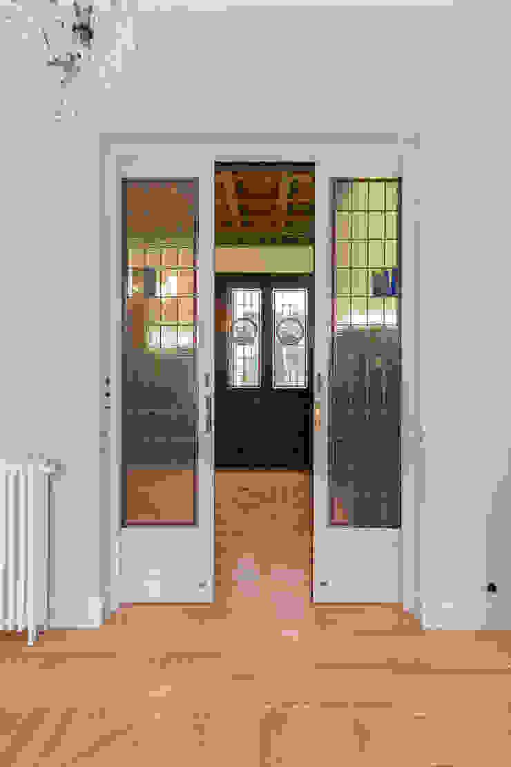 Arquigestiona Reformas S.L. pintu geser Parket White