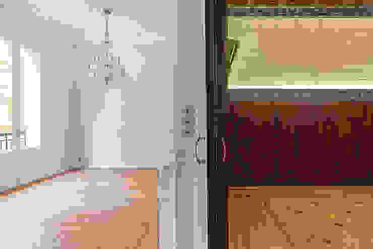 Arquigestiona Reformas S.L. Ruang Keluarga Klasik Parket Wood effect