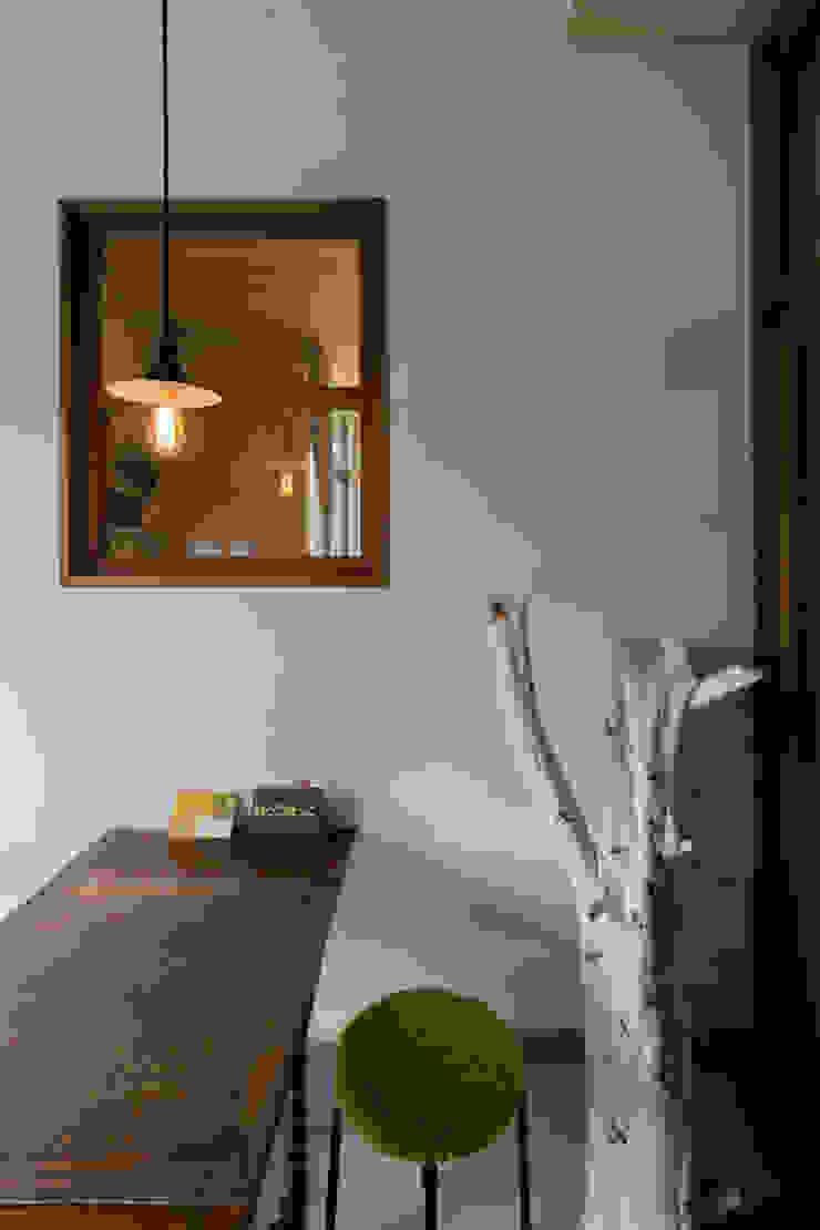 環アソシエイツ・高岸設計室 Ingresso, Corridoio & Scale in stile coloniale