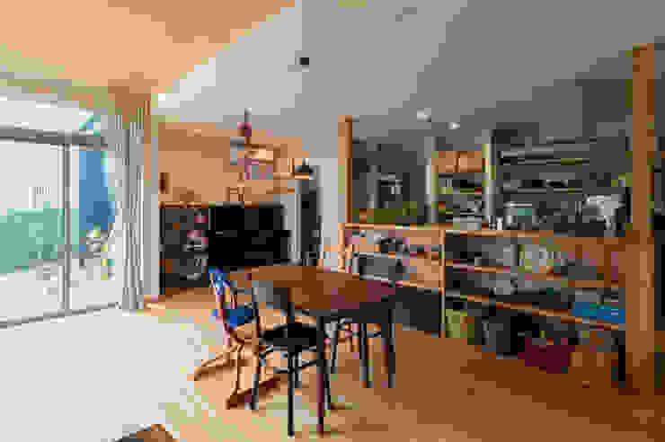 環アソシエイツ・高岸設計室 Sala da pranzo in stile coloniale