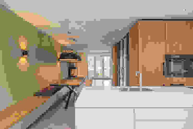 kookeiland van ÈMCÉ interior architecture Modern