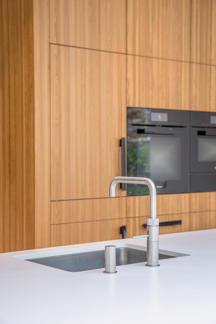 kookeiland met achterkast ÈMCÉ interior architecture Keukenblokken