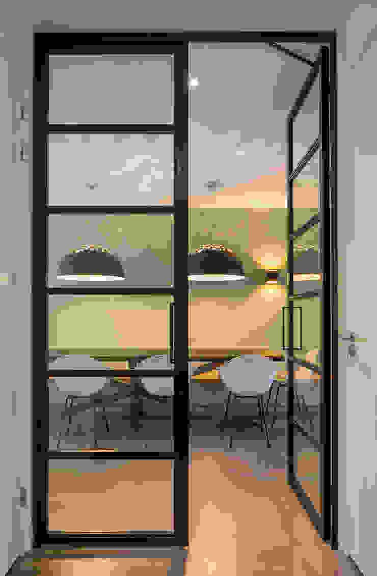 Stalen glasdeuren ÈMCÉ interior architecture Glazen deuren