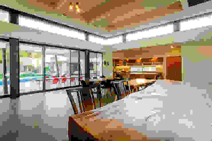 Vista del Bar a comedor. Comedores modernos de GRUPO VOLTA Moderno