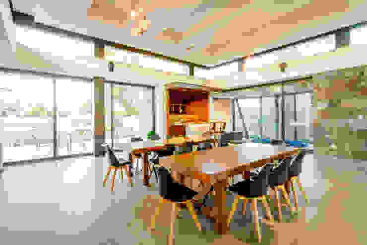 Vista de Comedor a Bar Comedores modernos de GRUPO VOLTA Moderno