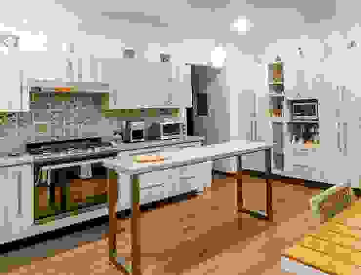 Cocina interior de casa de GRUPO VOLTA Moderno