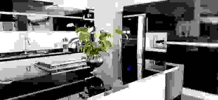 Cocina estilo moderno en cristal Grupo V í m a r t Cocinas equipadas