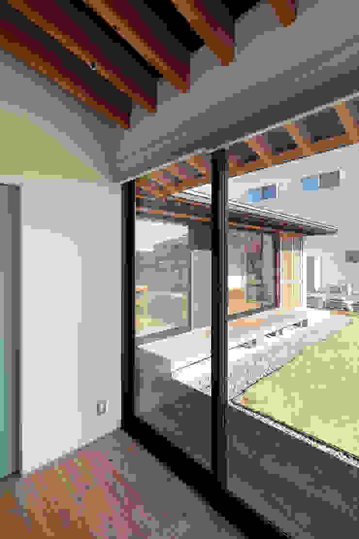 根來宏典建築研究所 ห้องนอนขนาดเล็ก ไม้จริง Wood effect