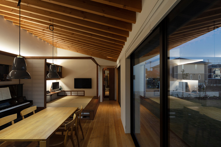根來宏典建築研究所 ห้องนั่งเล่น ไม้จริง Wood effect