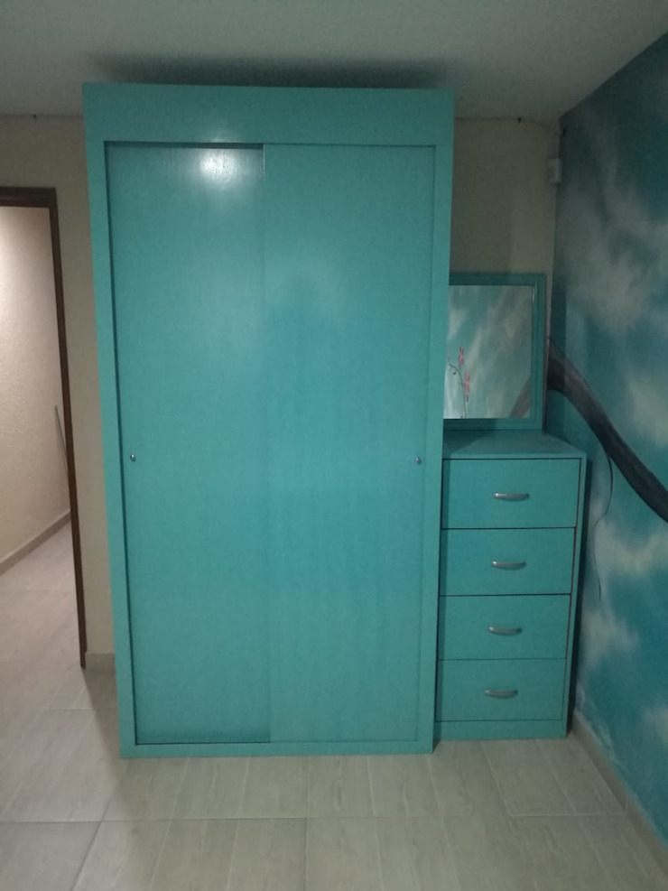 Pablo´S BedroomWardrobes & closets Wood Blue