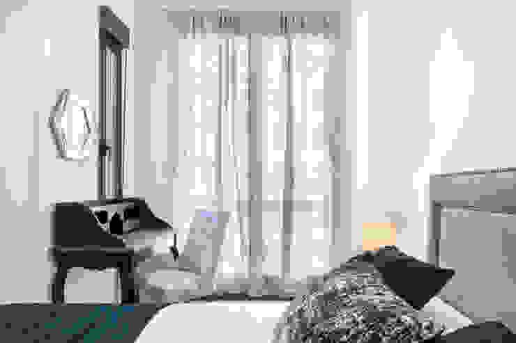 Reforma integral e interiorismo en Avenida de Brasilia (Madrid) Dormitorios de estilo moderno de ALTIA Moderno