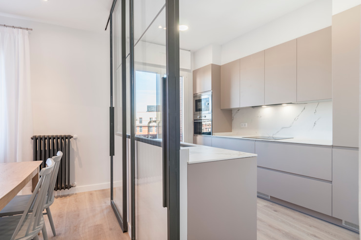 Reforma integral e interiorismo en un ático en Alberto Aguilera (Madrid) ALTIA Cocinas de estilo moderno