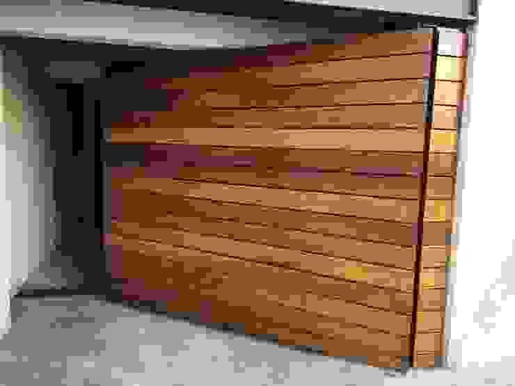Suministro y colocación de Deck en portones Onice Pisos y Decoracion Condominios Madera maciza