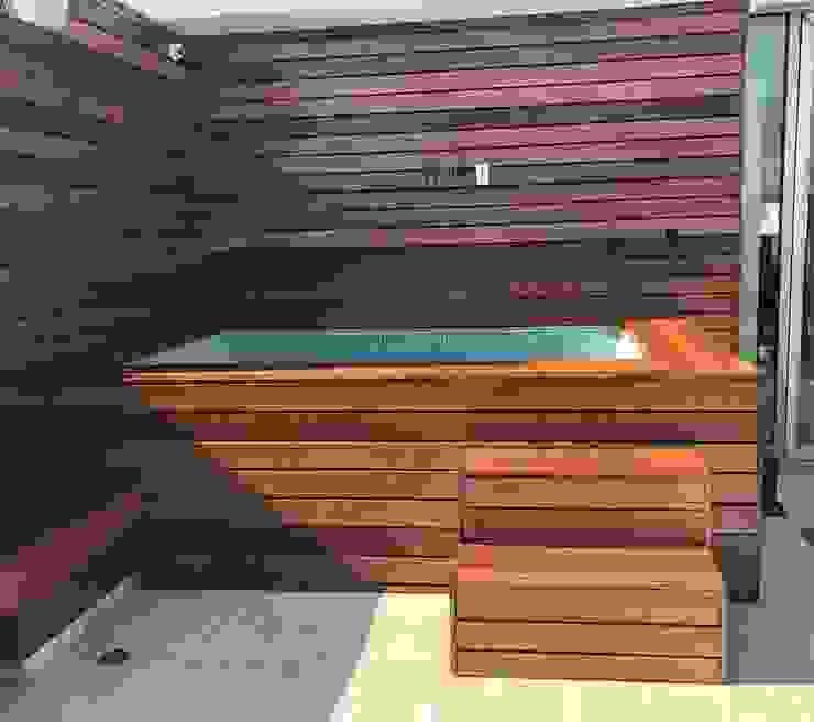 Suministro y colocación de Deck en Fachada e interiores Onice Pisos y Decoracion Balcones y terrazas modernos Madera maciza