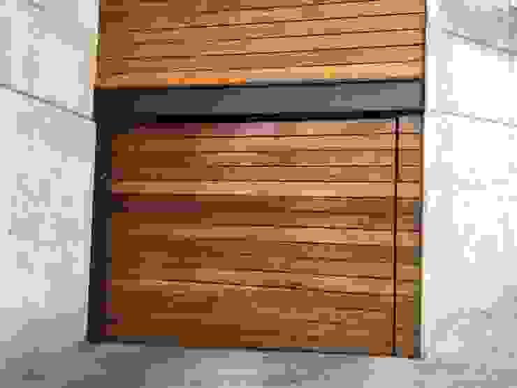 Suministro y colocación de Deck en Fachada e interiores Onice Pisos y Decoracion Condominios Madera