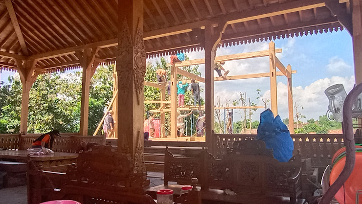 Rumah joglo dan limas jawa Ruang Komersial Gaya Industrial Oleh Jati mulya indah Industrial Kayu Wood effect