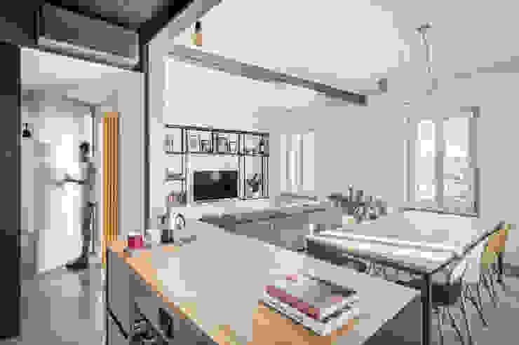 Sala da pranzo e Soggiorno Sala da pranzo moderna di DOOT studio Moderno Cemento