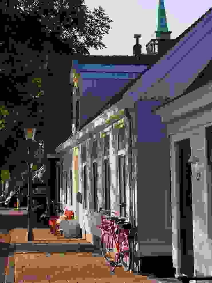 YBB Architecture Amsterdam Casas ecológicas Madera Azul