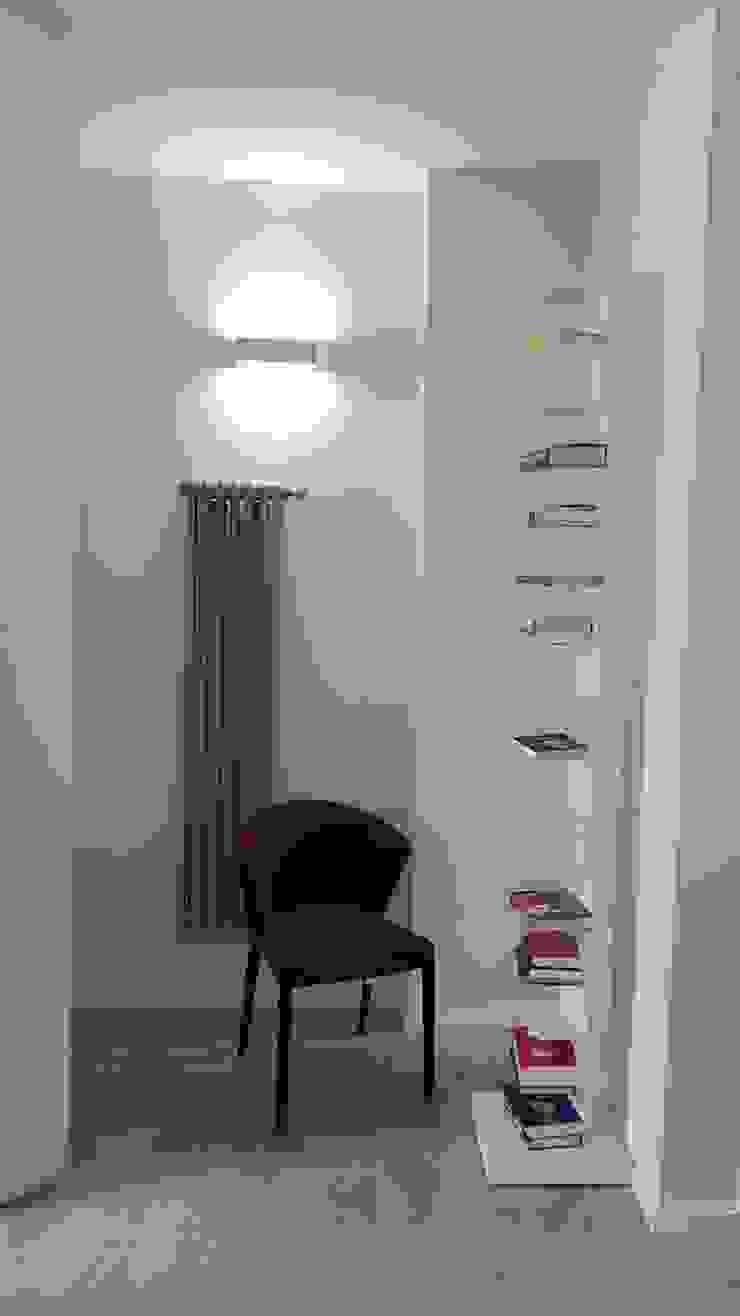 Pamela Tranquilli Eclectic corridor, hallway & stairs Solid Wood