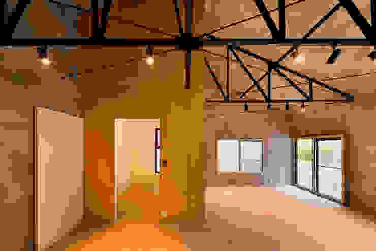 株式会社長野聖二建築設計處 Salones de estilo moderno