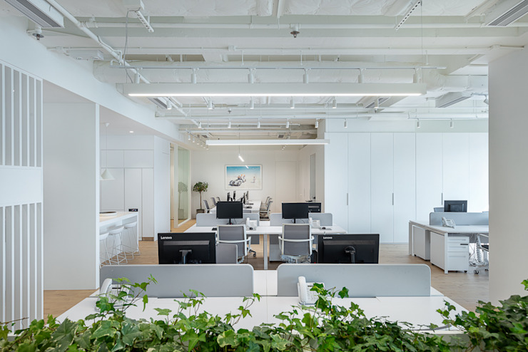 An All-White Minimalism - Hong Kong Minimalist offices & stores by Grande Interior Design Minimalist