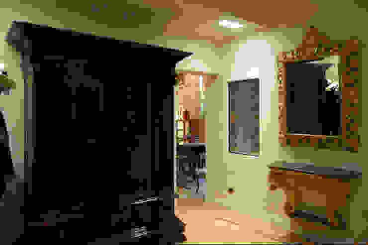 Simona Muzzi Architetto Classic style corridor, hallway and stairs