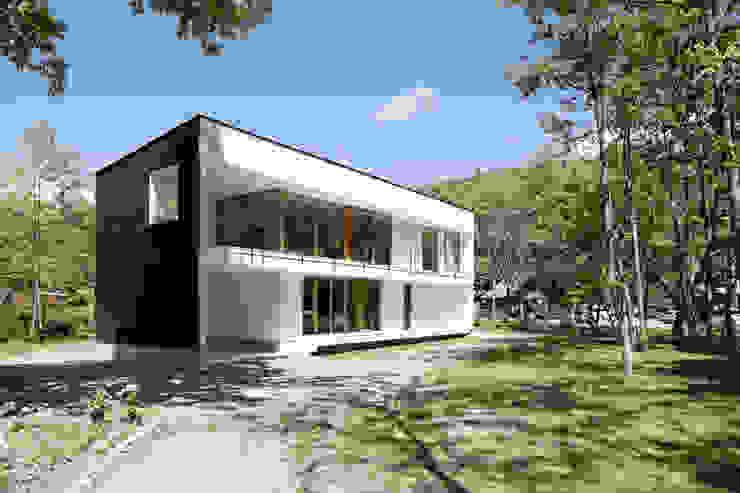 atelier137 ARCHITECTURAL DESIGN OFFICE Casas de estilo escandinavo Vidrio Blanco