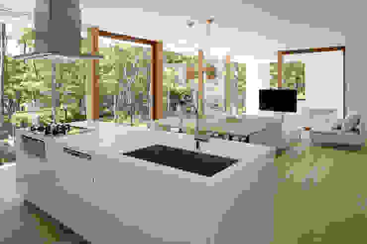 atelier137 ARCHITECTURAL DESIGN OFFICE Cocinas de estilo escandinavo Blanco