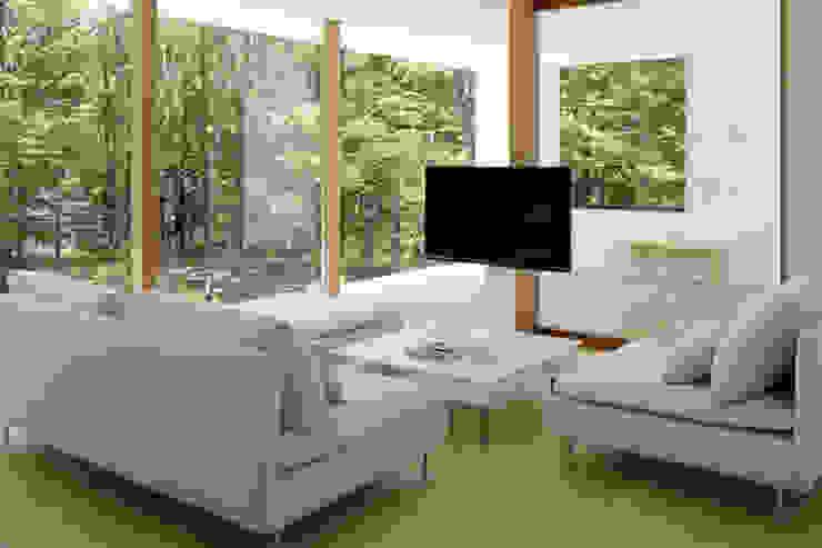 atelier137 ARCHITECTURAL DESIGN OFFICE Salas de estilo escandinavo Acabado en madera