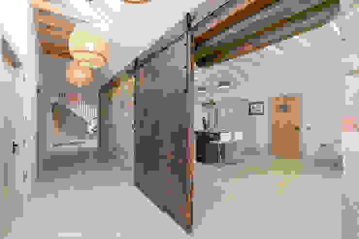 Christopher Howard Converted Barn Door Christopher Howard Built-in kitchens Wood Wood effect