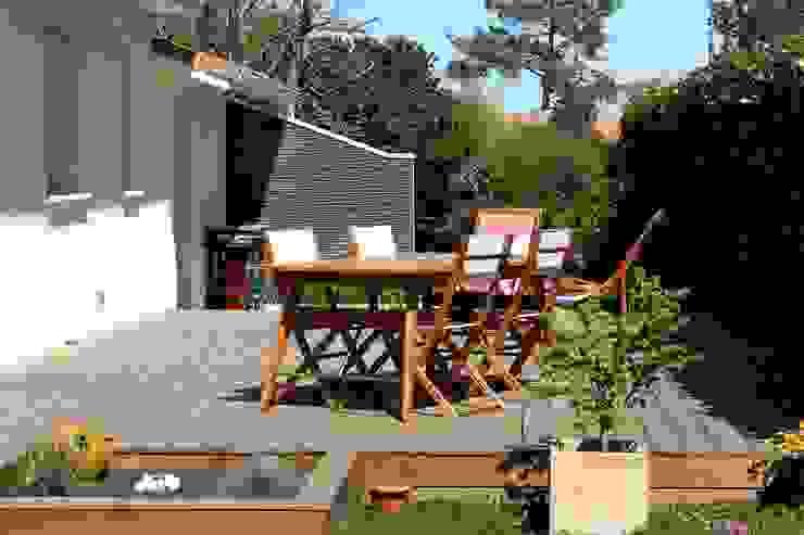 Cumaru Terrassendielen Holz Terrassendielen Remise Moderner Balkon, Veranda & Terrasse