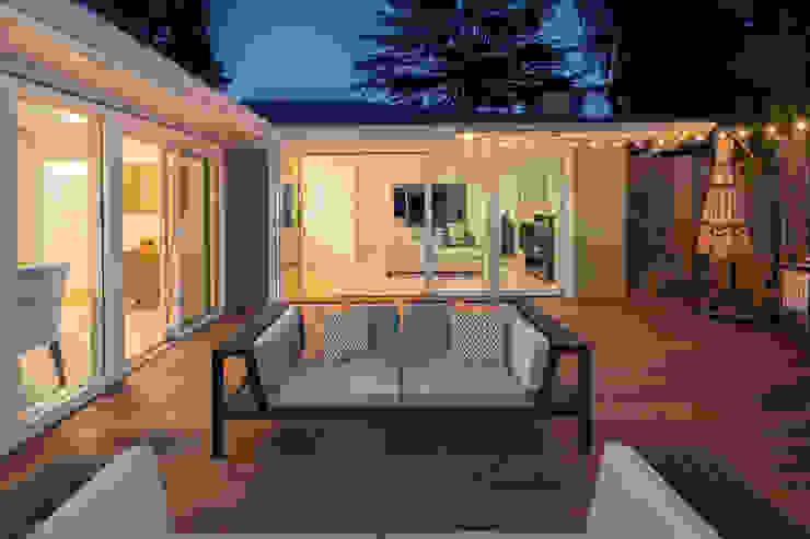 Holz Terrassendielen Remise Balcones y terrazas de estilo moderno