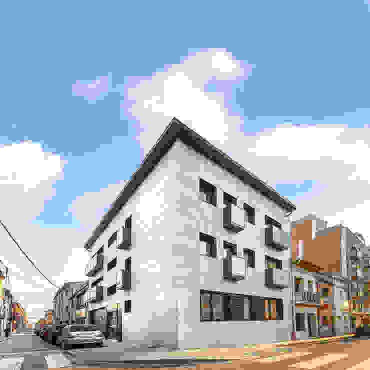 FAÇANA REALMENT CONSTRUÏDA de FARRIOL i COL.LABORADORS arquitectes Mediterráneo