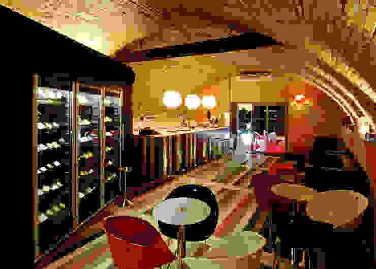 Soffitto a botte Bar & Club moderni di viemme61 Moderno